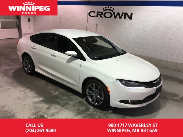 Pre-Owned 2015 Chrysler 200 S / Heated seats / rear view camera / Sport seats / Fresh safety