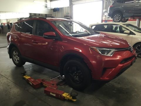 Pre-Owned 2016 Toyota RAV4 LE AWD Upgrade Pkg / Crown Original / Local / Great Value